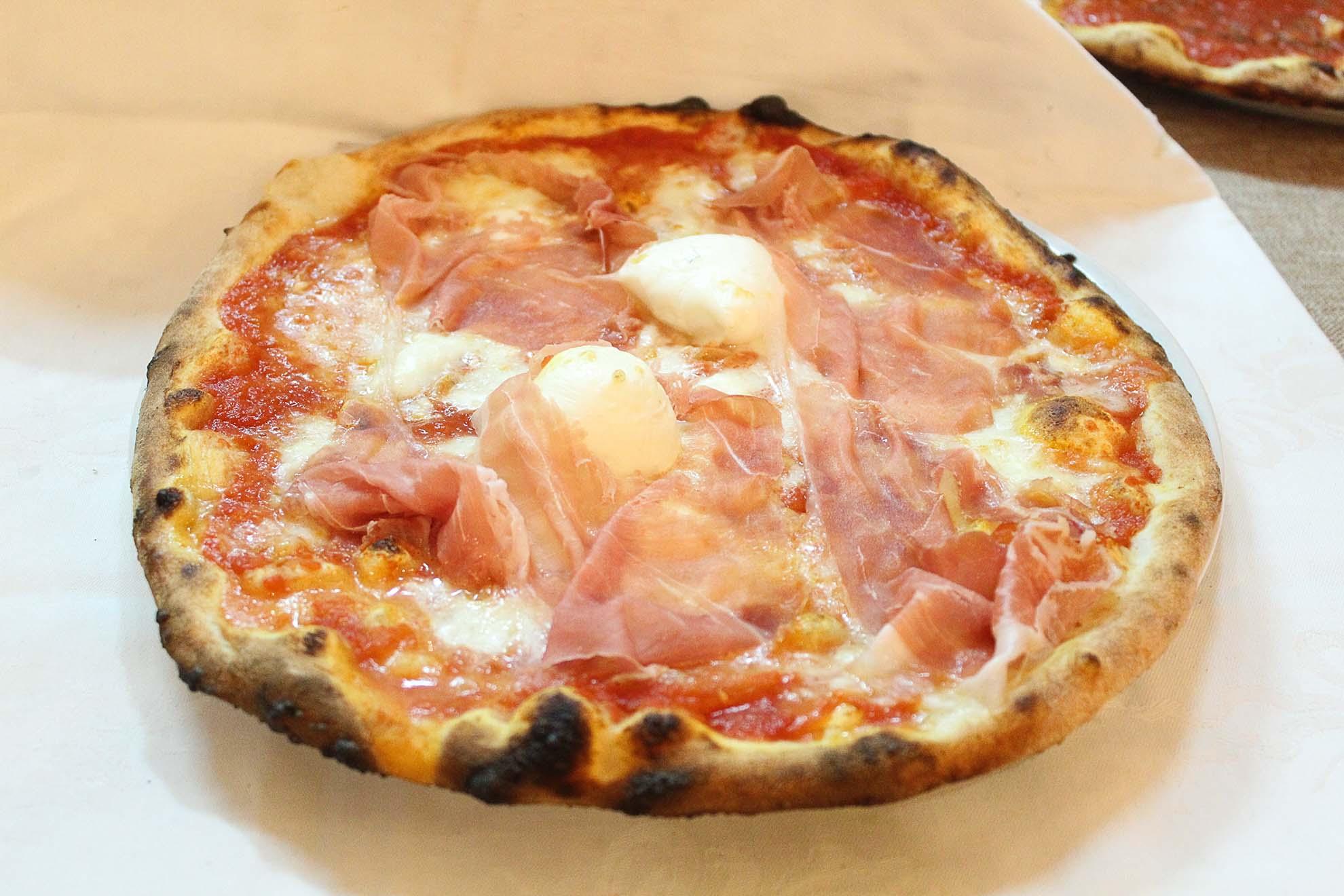 Pizza vulcano al crudo